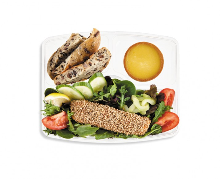 SALAD WITH SALMON IN SESAME CRUST IN A MEAL BOX